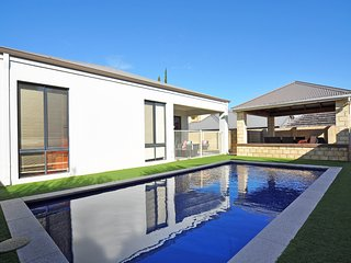 Lovely 5 bedroom House in Mindarie with Internet Access - Mindarie vacation rentals