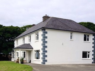 Murphys farmhouse on a mixed working farm - Ventry vacation rentals