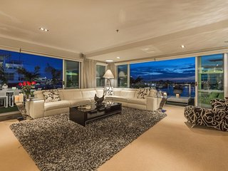 LUXURY WATERFRONT APARTMENT - Auckland vacation rentals