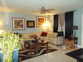 2 FURNISHED ROOMS AVAILABLE NOW IN NORTH PORT FL. - North Port vacation rentals