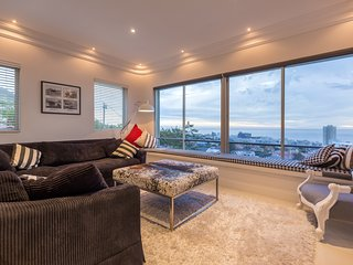 Panoramic sea view of Sea Point and mountainscape - Fresnaye vacation rentals