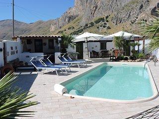 AZZURRA: CAMERA+COLAZIONE con PISCINA in GIARDINO. - San Vito lo Capo vacation rentals