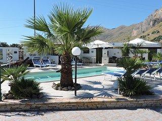 BEIGE: CAMERA + COLAZIONE con PISCINA in GIARDINO. - San Vito lo Capo vacation rentals