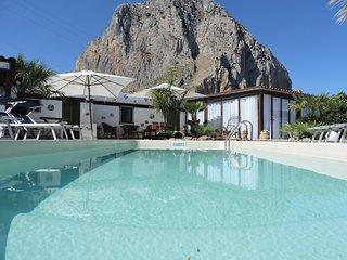 ARABA: CAMERA + COLAZIONE con PISCINA in GIARDINO. - San Vito lo Capo vacation rentals
