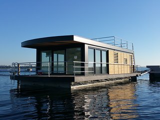Nice Houseboat with Television and Balcony - Bitterfeld vacation rentals