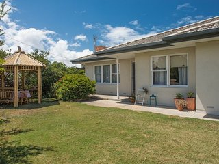 Bailey Breakaway - Pet Friendly and a Flat Walk to the Popular Surf Beaches at - Middleton vacation rentals