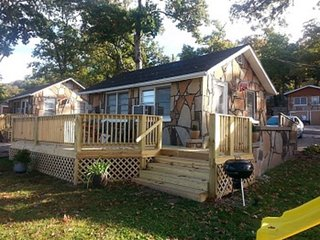 Guest Cabins on Lovely Lake of The Ozarks - Camdenton vacation rentals