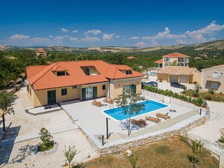 Nice Villa with Hot Tub and Television - Dugopolje vacation rentals