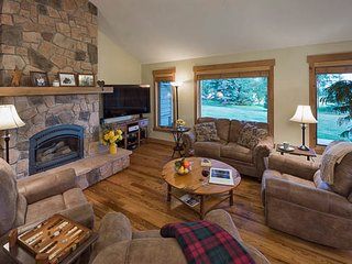 Delightful 4 Bedroom Home- Snowshoe Chalet - Steamboat Springs vacation rentals