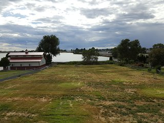 Sunny Lakefront Family Friendly Home Or RV Getaway - Moses Lake vacation rentals