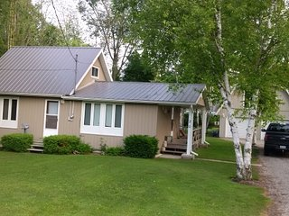 Nice Cottage with Internet Access and Washing Machine - Bayfield vacation rentals