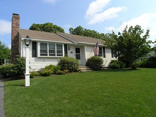 Bright 3 bedroom House in South Dennis with Deck - South Dennis vacation rentals