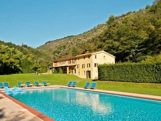 Bright 6 bedroom Villa in Monteggiori with Internet Access - Monteggiori vacation rentals