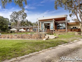 Royston Villa - Luxury Mount Eliza Retreat - Mt Eliza vacation rentals