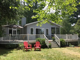 Crooked Lake Cottage Free $100 gas card August 16' - Petoskey vacation rentals