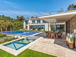 Villa Colibri, Sleeps 20 - La Croix-Valmer vacation rentals