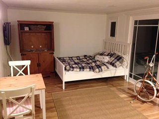 Furnished Studio Townhouse at Intervale Rd & Woodcliff Rd Brookline - Brookline vacation rentals