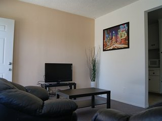 Furnished 1-Bedroom Apartment at Pennsylvania Ave & Berkeley St Santa Monica - Santa Monica vacation rentals