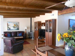 Furnished 2-Bedroom Cottage at Pierpont Blvd & Cornwall Ln Ventura - Ventura vacation rentals