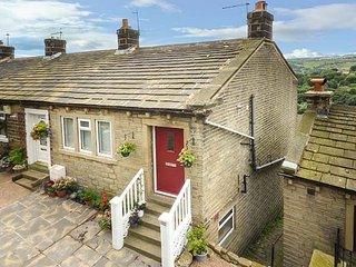 GINNEL CORNER, woodburner, flexible sleeping, WiFi, pet-friendly cottage in Golcar, Ref. 931805 - Huddersfield vacation rentals