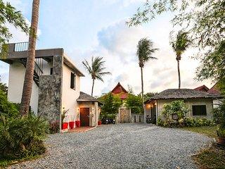 Charu Bay Luxury Beach Side Villa - Koh Phangan vacation rentals