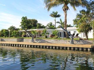 Miami Beach, Waterfront,Jan 6 to Feb 7  3350/wk - North Miami vacation rentals