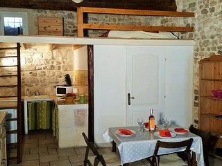 Loue T1 de Caractère plein centre ville - Arles vacation rentals