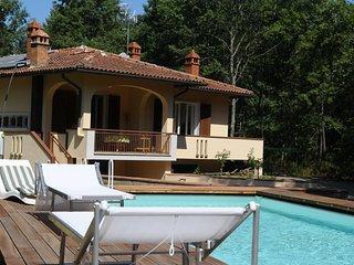 casa vacanza, la casa nel bosco, con piscina - Civitella in Val di Chiana vacation rentals