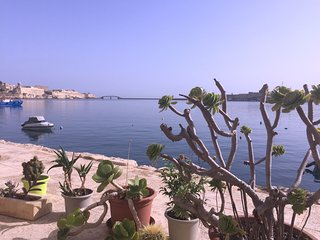 Seafront bedroom with water access - Birgu (Vittoriosa) vacation rentals