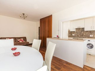 Brook Green modern 2 bedrooms, sleep 7 - London vacation rentals