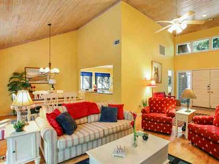 Fun & Fresh 3 BR home with private spa, community pool & tennis located in the center of Sea Pines. - Hilton Head vacation rentals