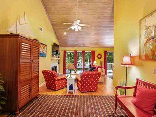 Fun & Fresh 3 BR home with private spa, community pool & tennis located in the - Hilton Head vacation rentals