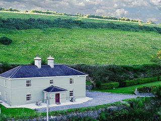 Georgian house, 15 mins to Cork, Kinsale, Bandon - Cork vacation rentals