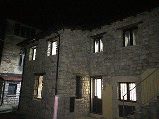 Casa su due livelli in pietra situata nel centro - Torrecuso vacation rentals