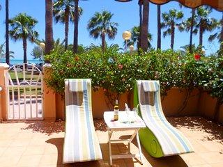 """Luxury """"House Marlin""""  en Primera  Linea de  playa - Moncofar vacation rentals"""