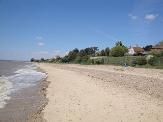 Fawkes Perch, modern accomodation near the beach - Mersea Island vacation rentals