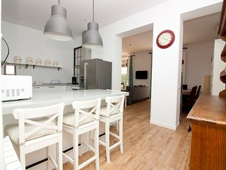 Awesome apartment superbly located up for 10 guest - Madrid vacation rentals