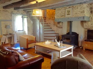 Lovely Gite with Washing Machine and Television - Parranquet vacation rentals
