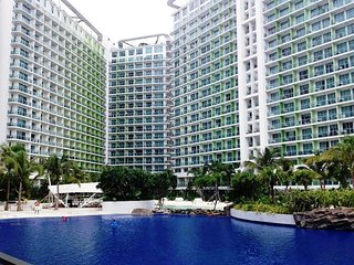 Azure Residences: 2BR beach paradise near Airport! - Paranaque vacation rentals
