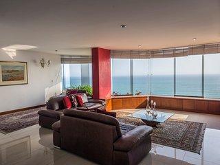 UPSCALE OCEANVIEW,LARCOMAR MIRAFLORES 4BDR - Lima vacation rentals