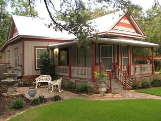 2BR/2BA 4 sleeps Historic South Dallas Home - Dallas vacation rentals