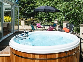 ACORNS, Hot Tub, Short Breaks, Breakfast Basket - Lyme Regis vacation rentals