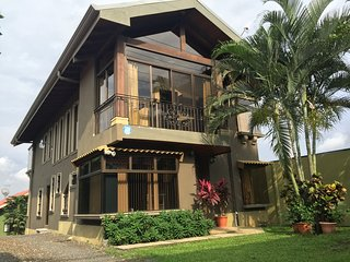 Ruta Verde House-Free Aiport Shuttle - Alajuela vacation rentals