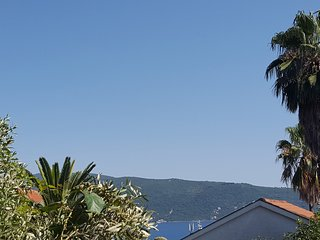 Apt Z - Well equipped, 2 bedrooms, close to beach - Savina vacation rentals