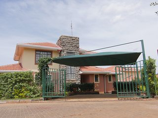 Bright 4 bedroom House in Nairobi with Internet Access - Nairobi vacation rentals