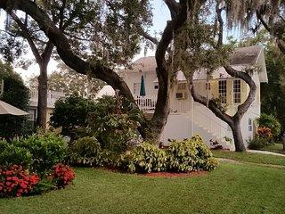 Cottage Apartment Spring Bayou - Tarpon Springs vacation rentals
