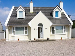 8 BRUACH NA MARA, detached, pet-friendly, stove and open fire, in Carna, Ref 916223 - Carna vacation rentals