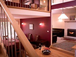 "Linga Longa Sleeps 9 people  8 beds ""Loft House"" - Hepburn Springs vacation rentals"