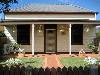 Bloomsbury Cottage- Short stay accommodation - Bairnsdale vacation rentals
