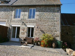 COTTAGE 2 BED NEAR LE MONT ST MICHEL (15 mins) & ST JAMES (8 mins) - Saint James vacation rentals